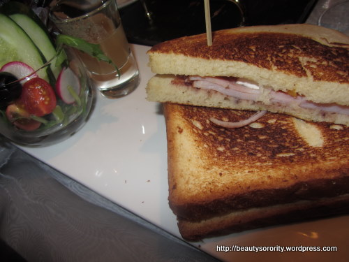 sandwich served at arteasetiq, mandarin gallery