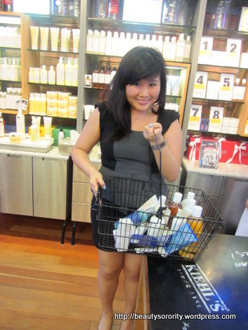 kiehl's bloggers' challenge winner, picking out prize
