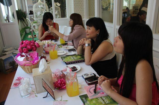 bloggers at l'occitane event