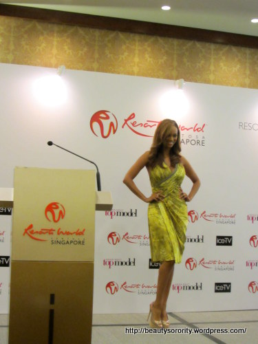 pictures of tyra banks at press conference in singapore for asia's next top model