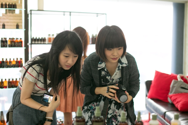 bloggers charlene and yvette looking at simply organic products