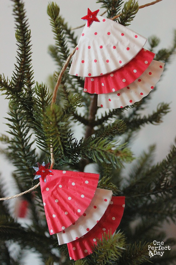 Christmas-garland-from-cupcake-cases
