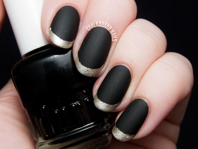 black and gold nail 2