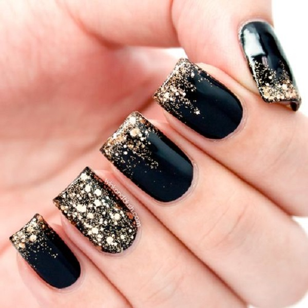 black and gold nails 3